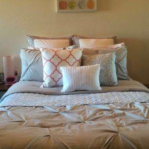 Envogue Accents - Detailed light blue throw pillow